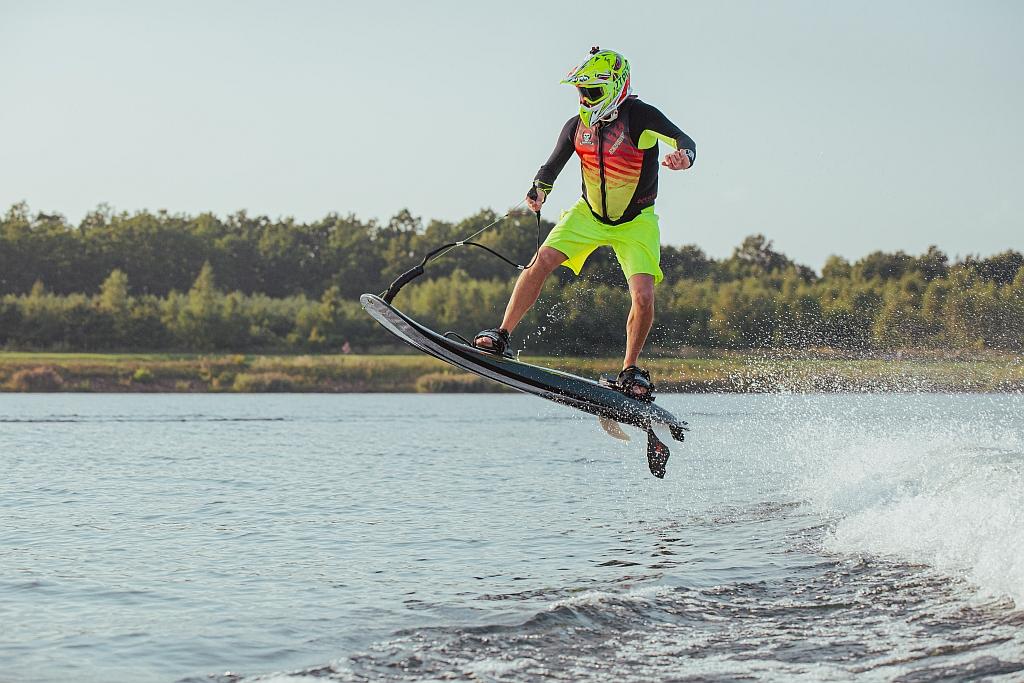 jetsurf-race-titanium-deski-surfingowe-silniki-spalinowe-dfi