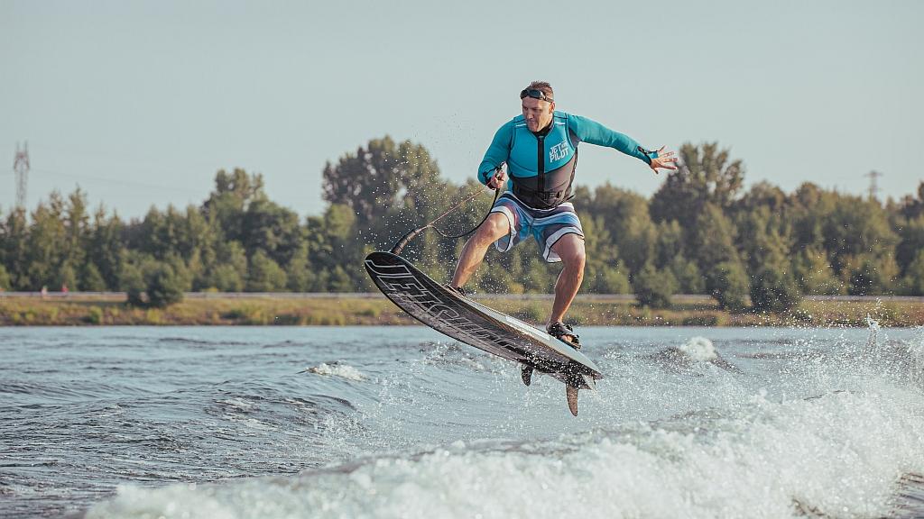 race-dfi-jetsurf-skoki-motosurf-fc24